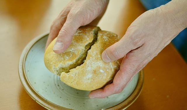 Spezzare il pane con gli altri