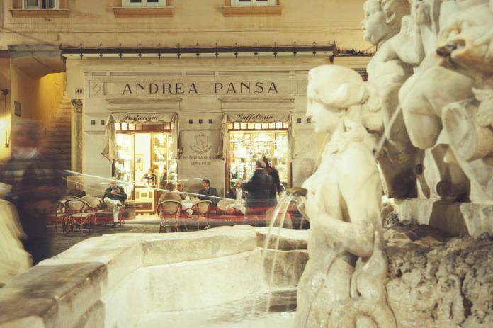 L'insegna in Piazza Duomo della Storica Pasticceria Pansa